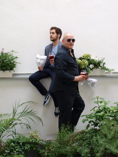 Darstellung einer Produktion JEDERMANN Ein Hof Hör Spiel nach Hugo von Hofmannsthal 2/2