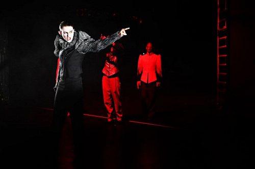 Darstellung einer Produktion Die Tragödie des Macbeth von William Shakespeare 2/3