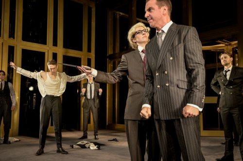 Darstellung einer Produktion Der Kaufmann von Venedig von William Shakespeare 2/3