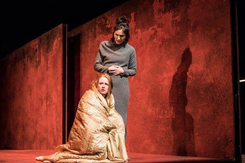 Darstellung einer Produktion Amphitryon Lustspiel von Heinrich von Kleist nach Molière 3/12