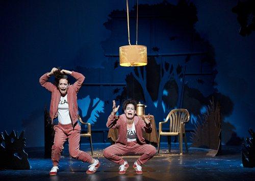 Darstellung einer Produktion Ela fliegt auf Eine Komödie von Maja Das Gupta 2/8