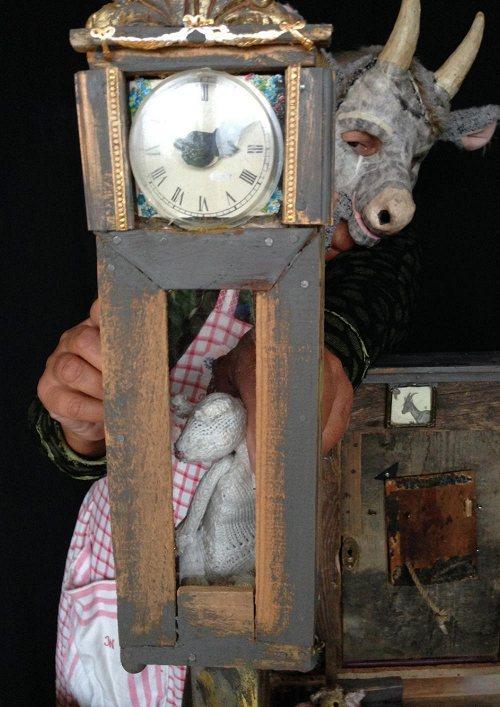 Darstellung einer Produktion Der Wolf und die 7 Geißlein Das Märchen der Gebrüder Grimm, erzählt von Margrit Gysin, der Grande Dame des Schweizer Figurentheaters