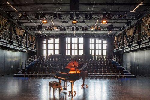 Bild einer Bühne Akademietheater 2/2